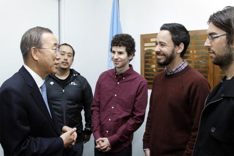 Secretary-General Ban Ki-moon with Grammy award-winning Linkin Park band members at UN Headquarters | Photo: UN